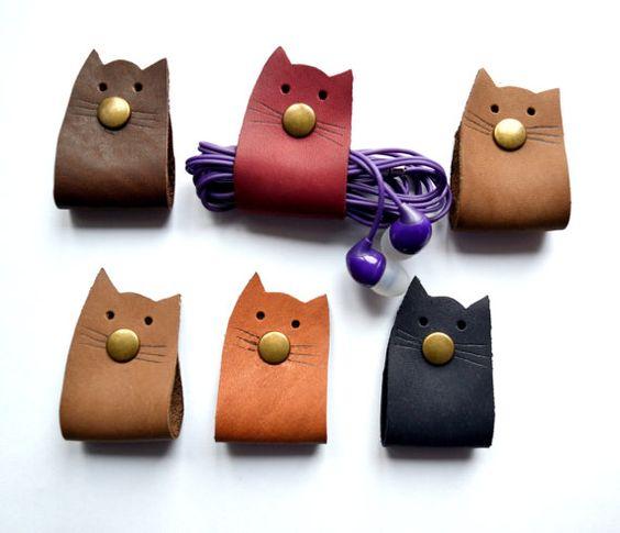 Range écouteurs couture cuir chat