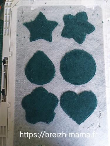 6- Découper le tissu éponge autour de la couture