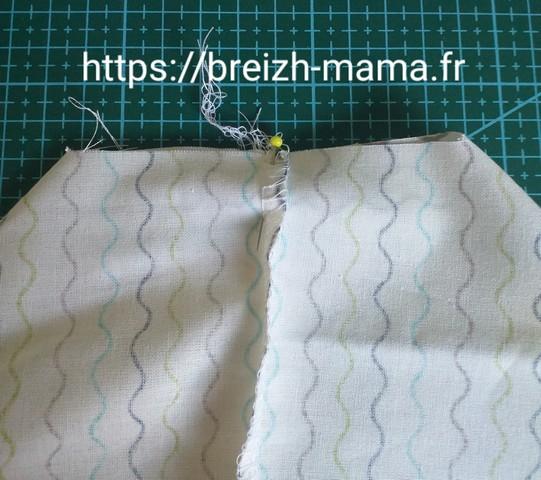 6 - Repliez les angles coupés et aligner les coutures