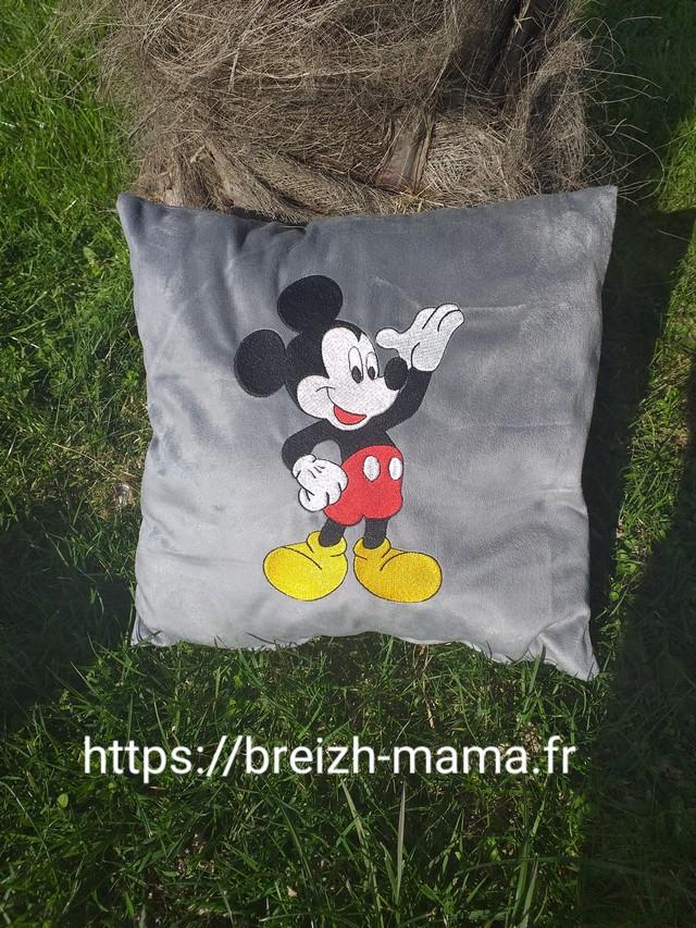 Coussin brodé Mickey