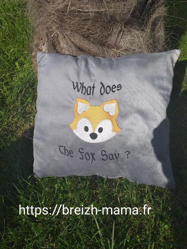 Coussin brodé renard