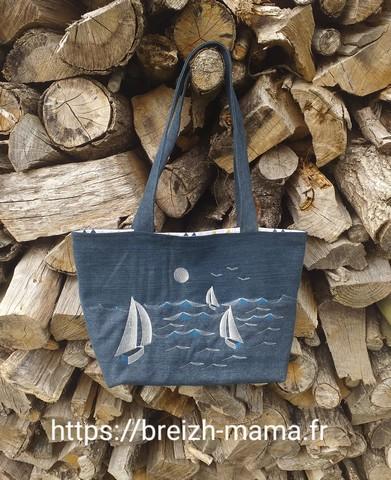 Sac jeans recyclé brodé paysage marin bateaux