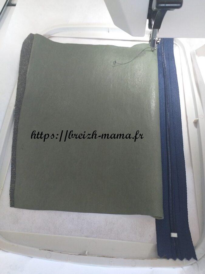 6 - Rabattre le tissu extérieur sur l'endroit